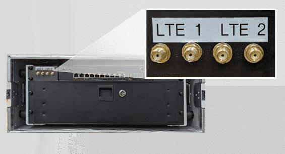 Frontansicht des Multi-LTE Cases das die Beschriftung zeigt an der die LTE-Antennen angeschlossen werden (jeweils zwei runde SMA-Buchsen)